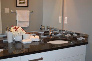 Lavabo ou vasque : lequel choisir pour votre salle de bains ?